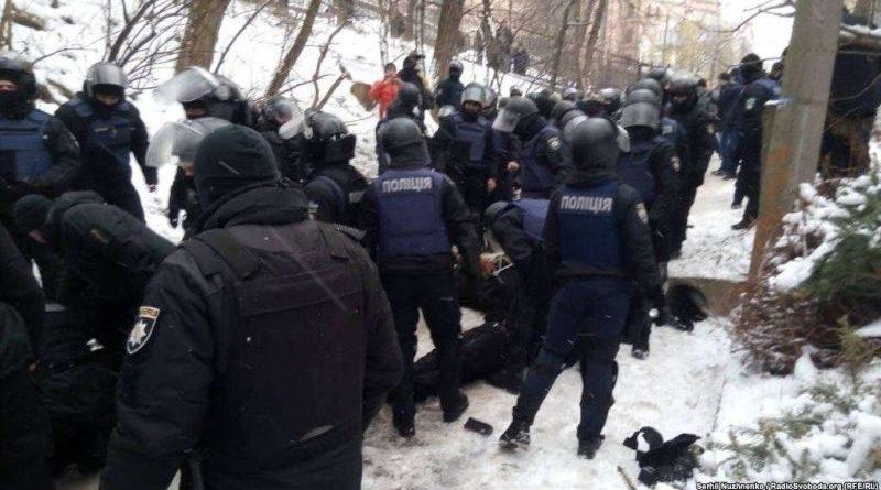 Арсен Аваков ініціюватиме зняття охорони судових установ силами МВС