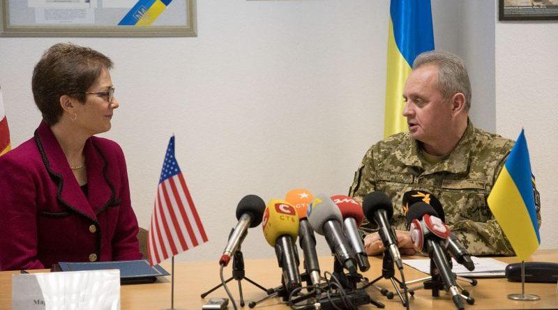 «Ще 10 українських батальйонів будуть забезпечені американськими приладами нічного бачення», — Віктор Муженко
