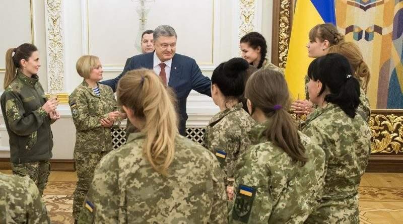 Петро Порошенко зустрівся з жінками, які брали або беруть участь у відсічі агресії на Сході нашої держави (фото)