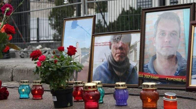 Сквер імені когось там з-за поребрику у Києві