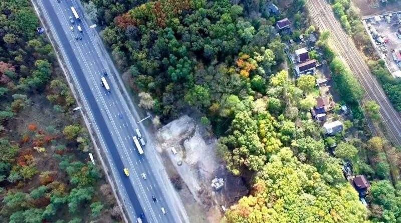 Прокуратура Києва через суд вимагає зупинити незаконне будівництво на території парку «Голосіївський»