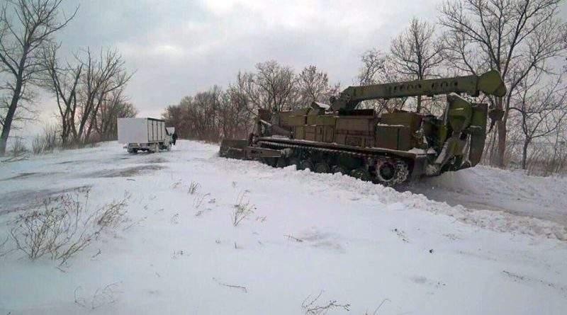 До боротьби зі сніговою стихією долучаються військові ЗСУ та поліція (фото, відео)