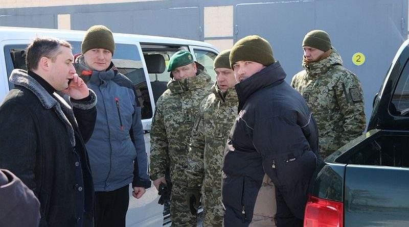 Президент привітав двох звільнених з російського полону українських прикордонників (фото, відео)