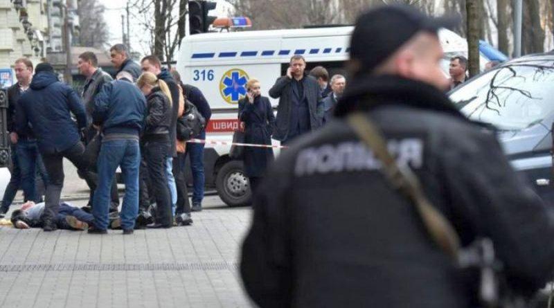 Поліція розшукує двох осіб за підозрою в смертельному пораненні чоловіка у Печерському районі Києва