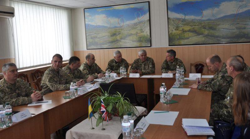 Командувач Королівських ВПС Великобританії відвідав бригаду тактичної авіації повітряного командування «Центр» (фото)