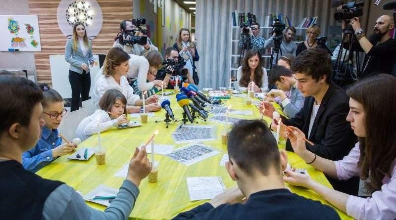 Марина Порошенко запросила дітей з особливими освітніми потребами розписати великодні писанки (фото)