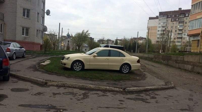 В Черкасах затримати зловмисників, які напали на поліцейського, допомогли небайдужі громадяни