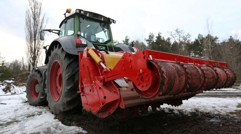 Для облаштування кордону Держприкордонслужба придбала сучасні колісні трактори (фото, відео)