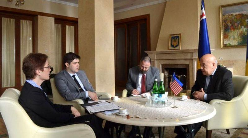 Геннадій Москаль покатав Посла США в Україні на патерностері, показав квітучі сакури й писанкові дерева (фото)