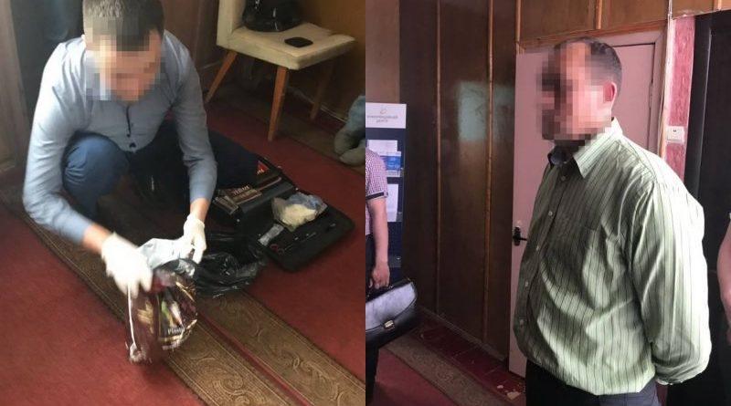 СБУ затримала посадовця Державної виконавчої служби на хабарі у двісті тисяч гривень (відео)