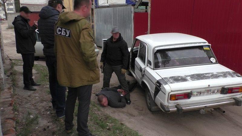На Чернігівщині СБУ блокувала реалізацію зброї та боєприпасів з району АТО (фото, відео)