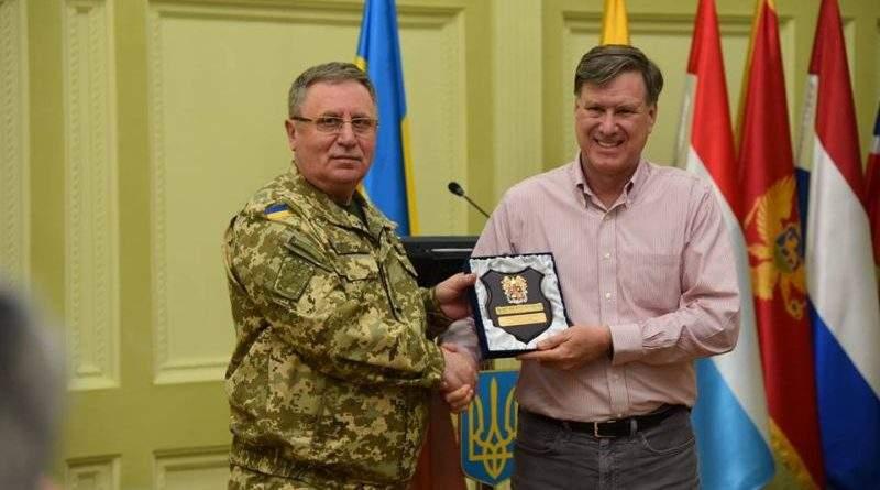 Міжнародний центр миротворчості та безпеки НА сухопутних військ відвідала делегація Збройних сил США (фото)
