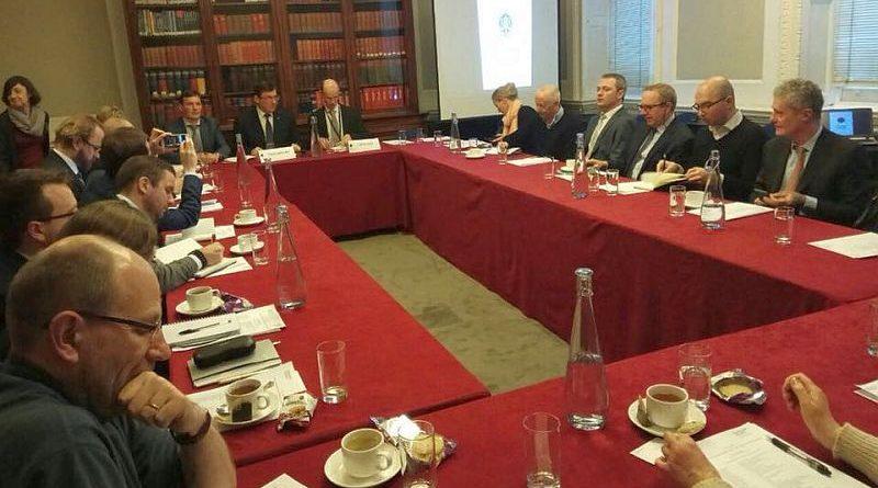 Делегація ГПУ на чолі з Юрієм Луценком перебуває з робочим візитом у Лондоні (фото)