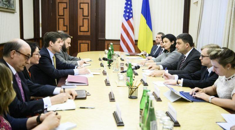 Володимир Гройсман зустрівся з Помічником Держсекретаря США (фото)