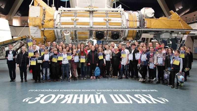Майже 160 школярів запропонували ідеї розвитку людства та Космосу на конкурсі науково-дослідних робіт у Дніпрі