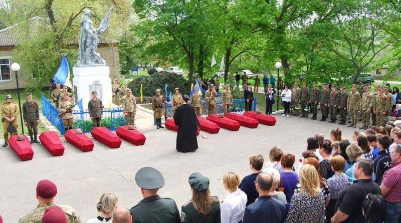 Військові ОС перепоховали під Слов'янськом воїнів 2-ї Світової війни та вшанували пам'ять загиблих (фото)