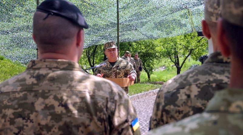 Степан Полторак здійснив робочу поїздку в район виконання завдань в рамках Операції Об'єднаних сил (фото)