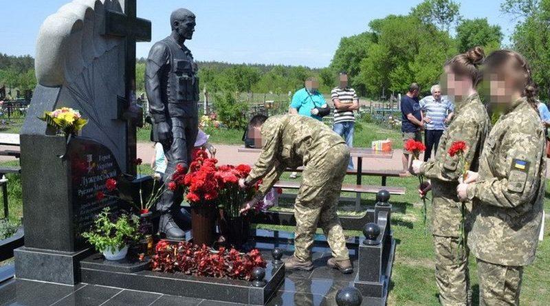 Під Семенівкою учасники операції Об'єднаних сил вшанували пам'ять загиблих у 2014 році Героїв України (фото)