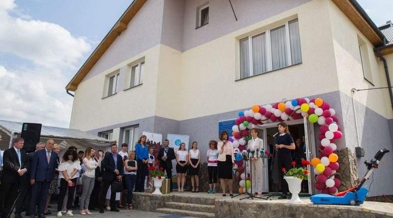 Дружини Президентів України та Угорщини відкрили Центр реабілітації дітей на Закарпатті (фото)