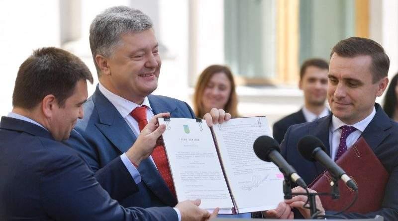 Президент підписав Закон «Про дипломатичну службу» (фото, відео)