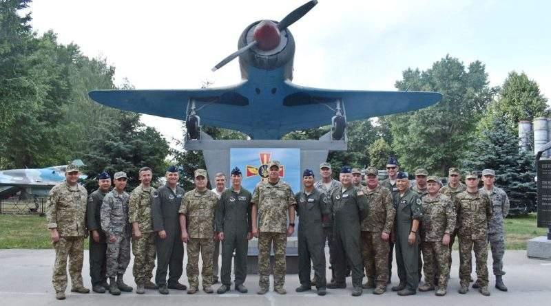 Українські та американські авіатори обговорили питання двостороннього військового співробітництва (фото)