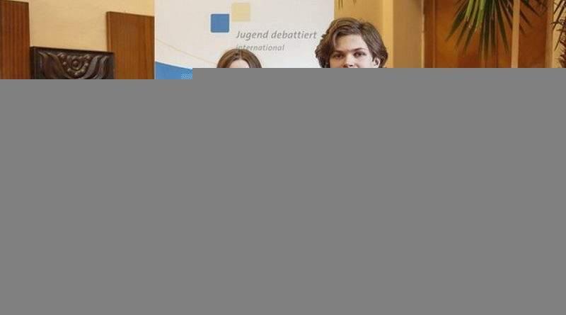 Двоє школярів з Києва та Львова представлятимуть Україну на Міжнародних молодіжних дебатах