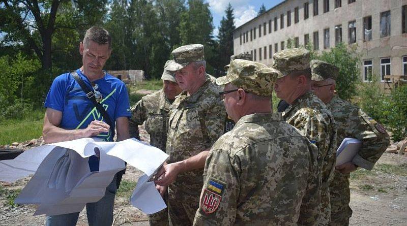 Протягом тижня начальник Генштабу ЗСУ працював у навчальних центрах видів та родів військ (фото)