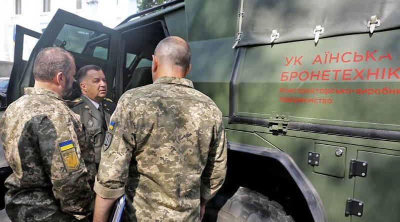 Степан Полторак оглянув новий український бронеавтомобіль «Новатор» (фото, відео)