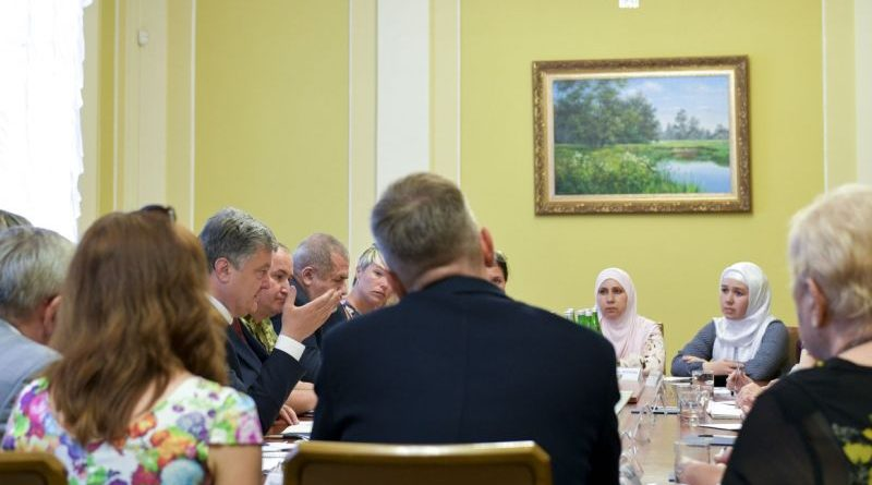 Петро Порошенко зустрівся з родинами українських бранців