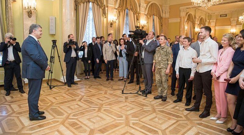Петро Порошенко у День журналіста зустрівся з представниками ЗМІ (фото)