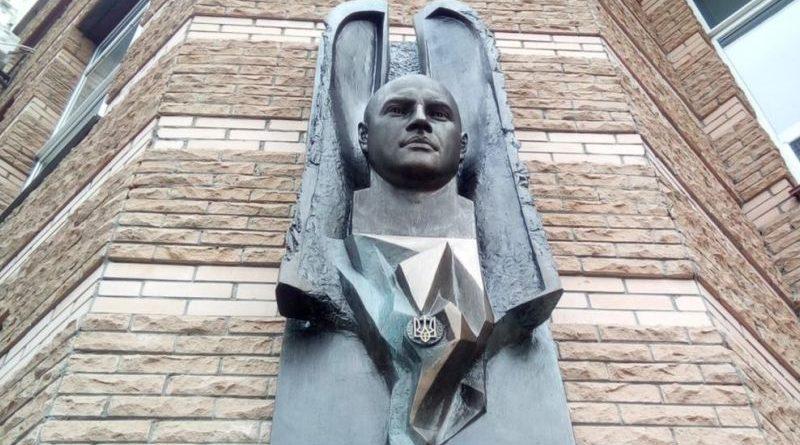 Кияни вшанували пам'ять першого українського «кіборга» Героя України Максима Шаповала (фото)