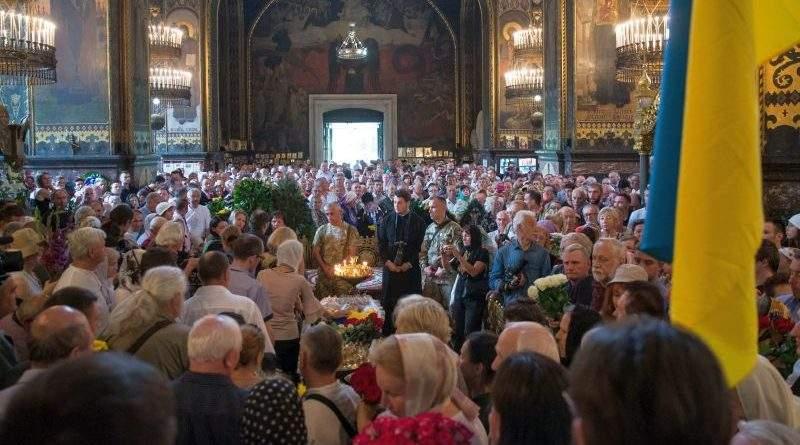 Президент попрощався з Левком Лук'яненком (фото, відео)