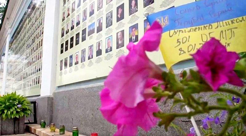 У Києві на Михайлівській площі відкриють оновлену Стіну пам'яті полеглих за Україну (відео)