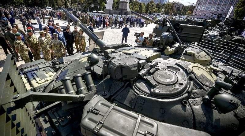 Президент взяв участь у відкритті виставки озброєння та військової техніки «Міць нової армії» (фото, відео)