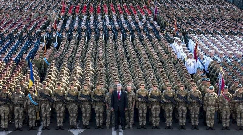 «Для мене честь стояти в одній шерензі з такими Воїнами» – Президент на генеральній репетиції параду (фото, відео)
