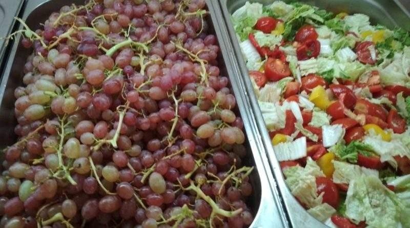 Сезонні ягоди та фрукти в раціоні військовослужбовців ЗСУ (фото)