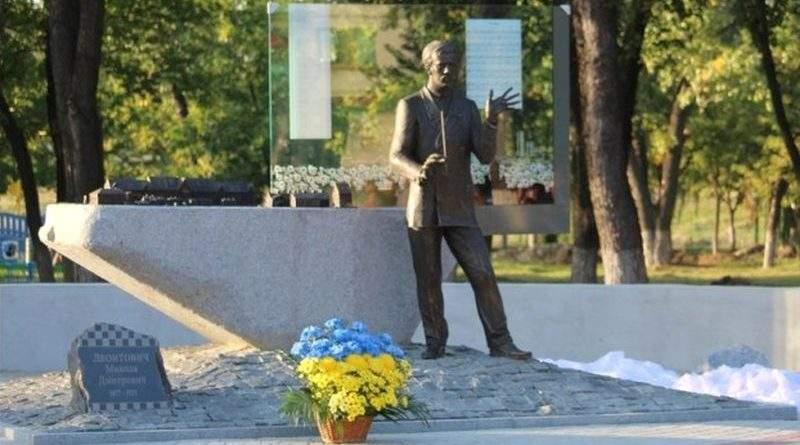 """У Покровську на Донеччині відкрили пам'ятник автору легендарного """"Щедрика"""" Миколі Леонтовичу"""