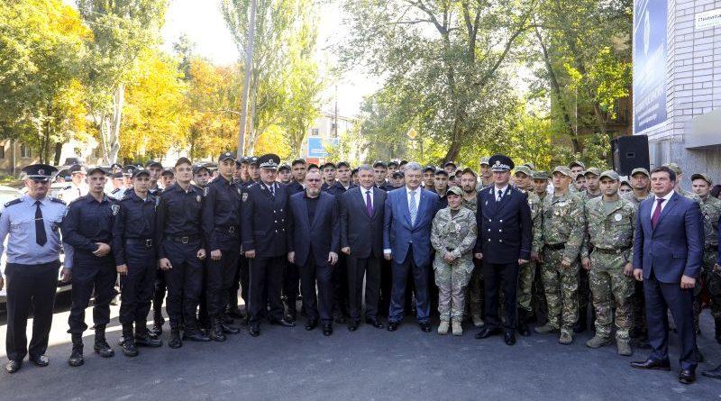 Президент нагородив орденом «За мужність» поліцейських, які затримали нападника у Харківській міськраді (відео)