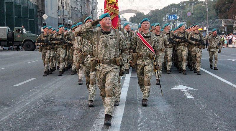 У столиці на Хрещатику відбулася друга вечірня репетиція військового параду (фото, відео)