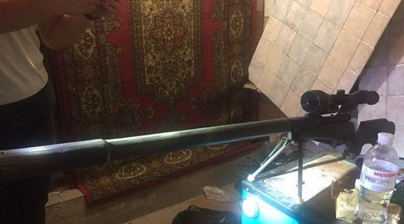 СБУ виявила ще один арсенал зброї у помешканні затриманого напередодні у Києві екс-військового (фото)