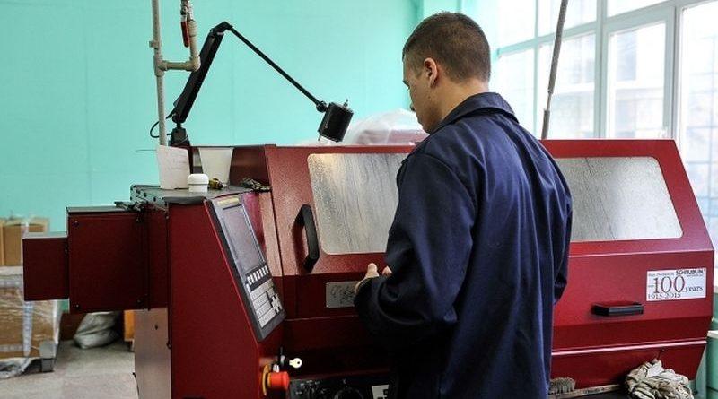 Олександр Турчинов ознайомився з новими розробками найсучаснішої ракетної зброї на ДП «ДККБ «Луч» (фото)