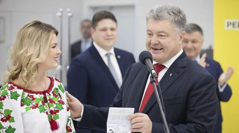 Петро Порошенко взяв участь у врученні 10-мільйонного українського біометричного паспорту (фото, відео)