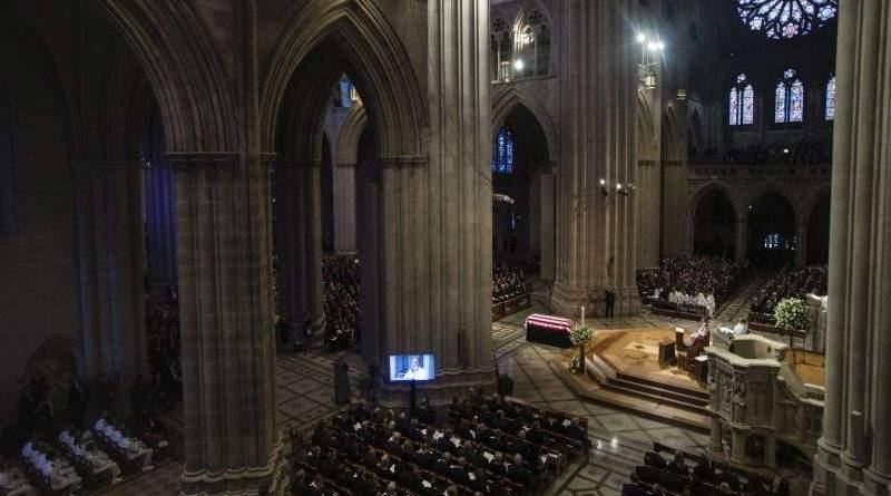 Президент України вшанував пам'ять сенатора Джона Маккейна (фото, повне відео церемонії прощання)
