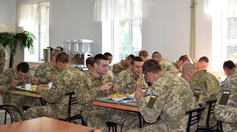 10 частин ВМС ЗСУ перейшли на нову систему харчування за Каталогом продуктів (фото)