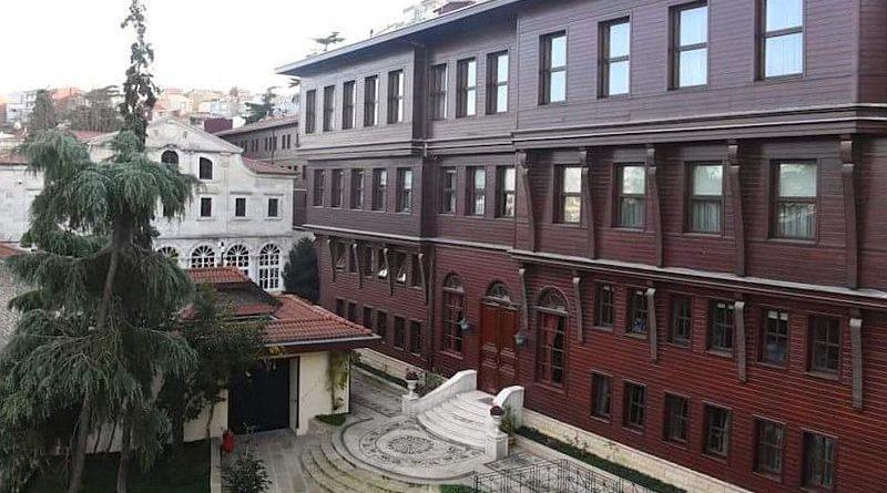 Не треба бігти до Томосу поперед Константинополя