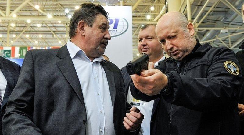 «Зарубіжні партнери задоволені українською зброєю та технікою» – Олександр Турчинов (фото, відео)