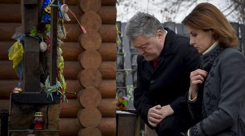 Президент разом з дружиною вшанували пам'ять Героїв Небесної Сотні (фото)