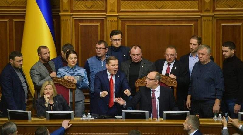 Введення воєнного стану. Екстрене засідання Верховної Ради (фото, відео, стенограма)