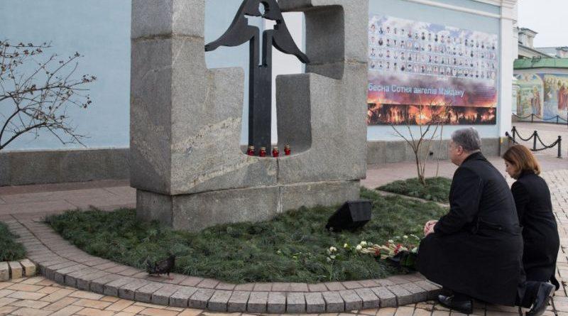 Президент разом з дружиною вшанували пам'ять жертв Голодомору 1932-33 років в Україні (фото)
