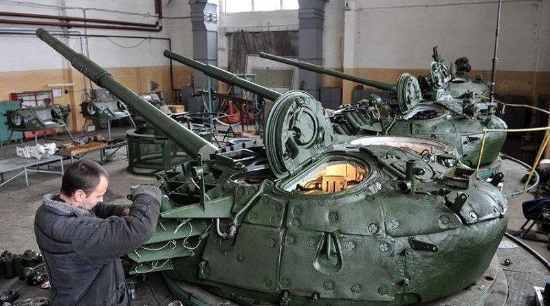 Турчинов передав військову техніку та зброю військовим на «Київському бронетанковому заводі» (фото, відео)